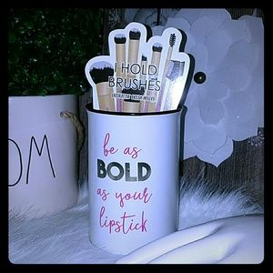 Be bold as your lipstick makeup brush holder